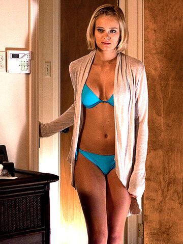 File:Sara-paxton-bikini-shark-night-3d-innkeepers.jpg
