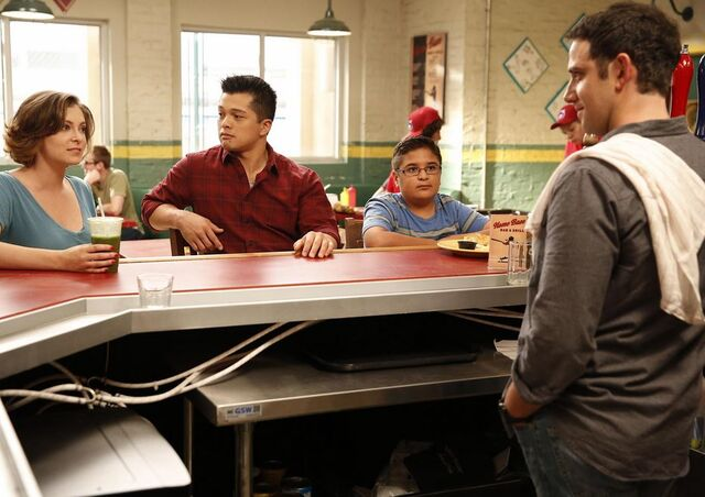 File:Crazy-Ex-Girlfriend 1x04 Promotional photo 2.jpg