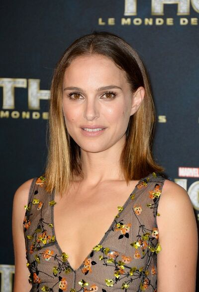 Natalie-Portman-Shoulder-Length-Hairstyle-for-2014