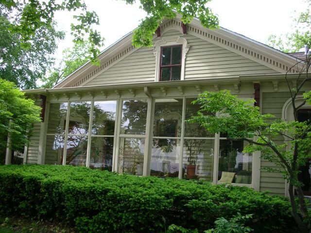 File:Waukegan Hutchins building exterior glass porch.jpg