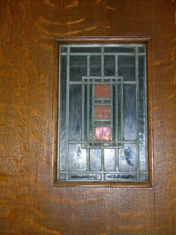 File:Waukegan Prairie House interior glass detail.jpg