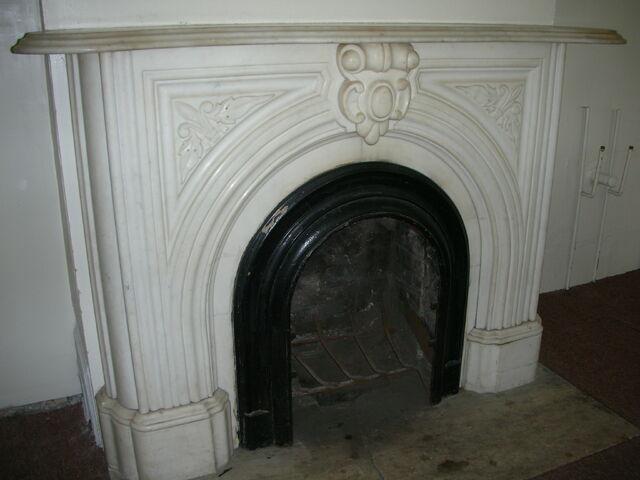File:Waukegan 438 interior radical 2 fireplace.jpg