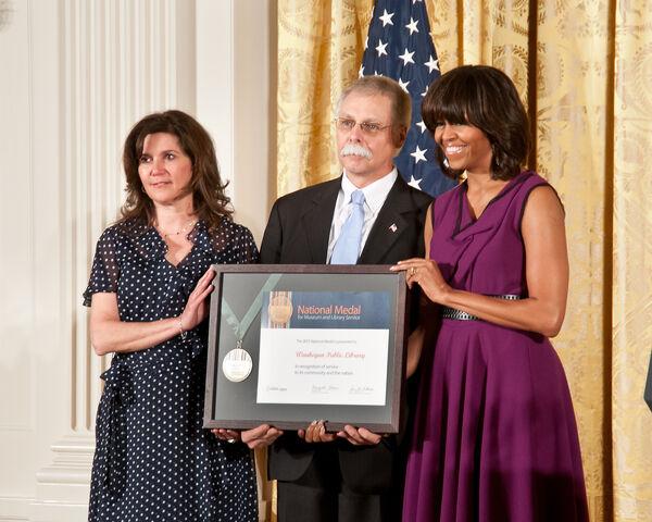 File:Waukegan Public Library Michelle Obama 2013 medal.jpg