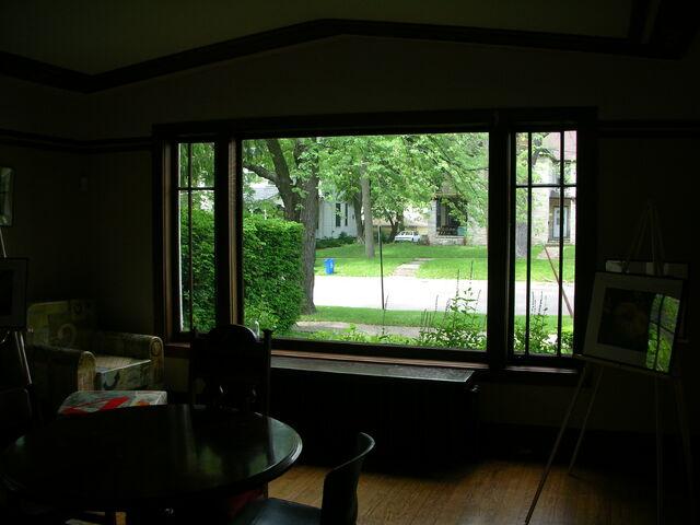 File:Waukegan Prairie House interior greatroom window on genesee.jpg