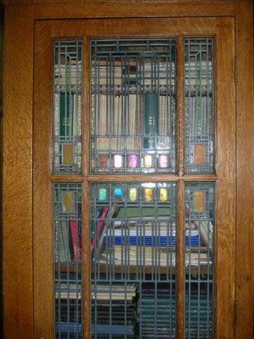 File:Waukegan Prairie House interior glass.jpg