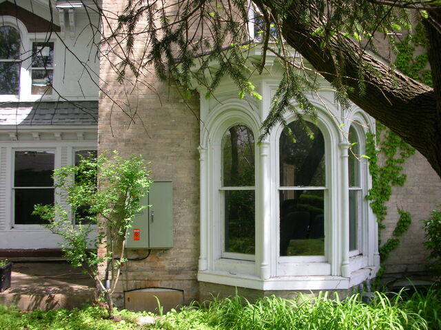 File:Waukegan 438 exterior southeast infinity bay window.jpg