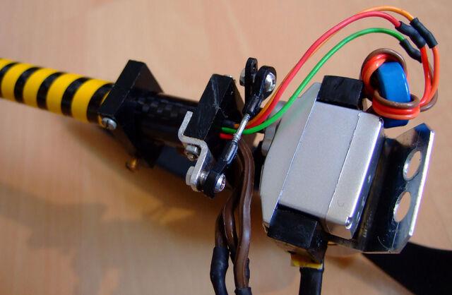 File:Tricopter dlx detail4.jpg