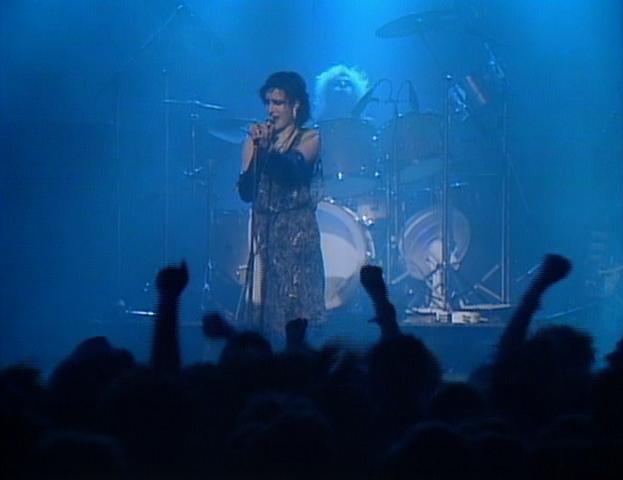 File:Siouxsie singing Helter Skelter.png