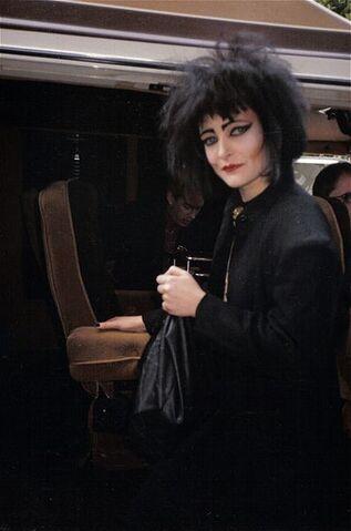 File:Siouxsie-sioux-van-oakland-np.jpg