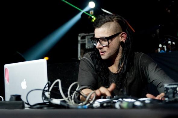 File:Skrillex-pop-dance-590x392.jpg