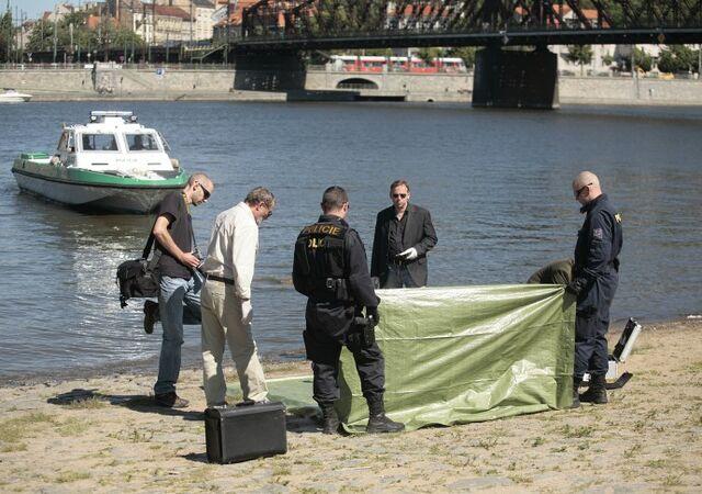 File:Prague police by the Vltava.jpg