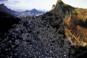 File:A-yann-photo-of-favelas-in-rio-de-janeiro.jpg
