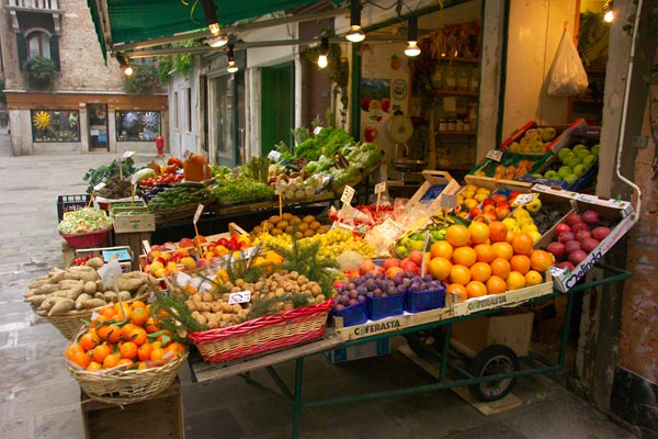 File:Fruit-and-Vegetable-Shop--Venice--Italy-Venezia--Italia web.jpg