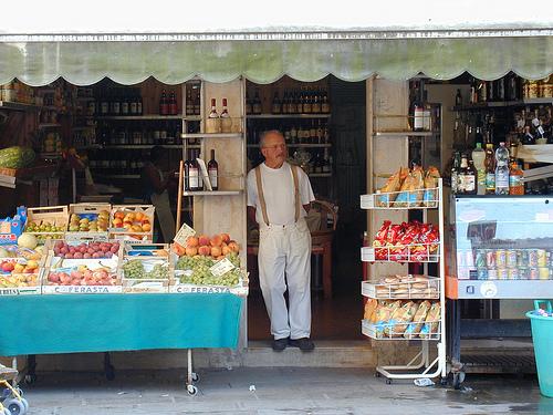 File:Venetian Shopkeeper Venice.jpg