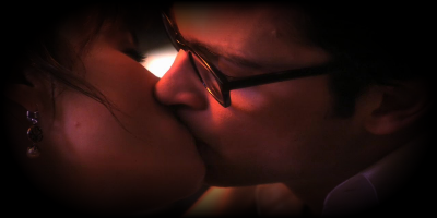 File:CloisDailyPlanetKiss1-1.png