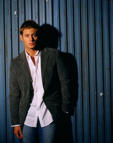 File:Jensen Ackles Smallville Promotional 4-17.jpg
