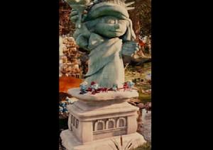 Statue of smurf liberty