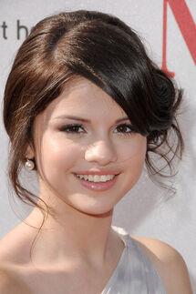 Selena-at-the-2008-ALMA-Awards-selena-gomez-2117204-399-600