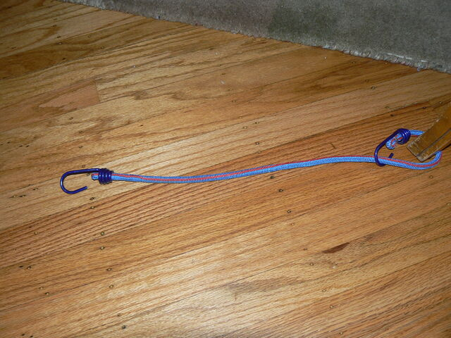File:P1040646 bungie cord as tension hook.JPG