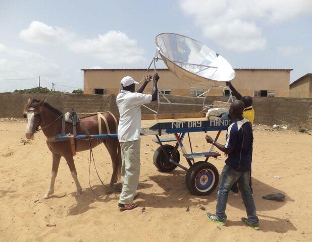 File:Sun and Ice workshop in Senegal 2, 8-20-14.jpg