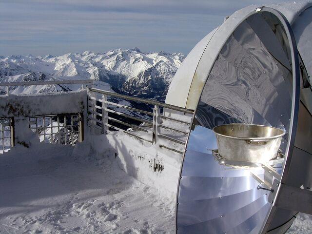 File:Solarkocher in Frankreich Alpen.JPG