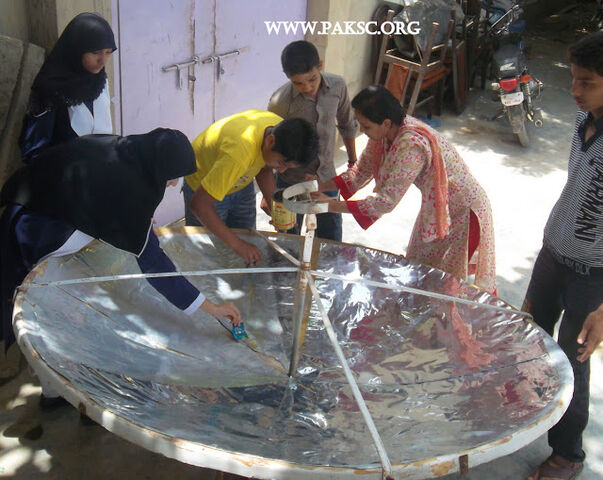 File:Para bolic solar cooker remaking school students (18).JPG