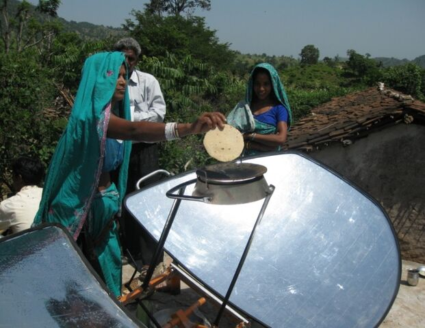 File:Climate Healers roti baking in India.jpg