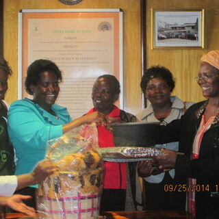 Mama solar presents Roger Hains solar cooker and fireless cooker to Alliance of Women in coffee after training at the coffee plaza in Nairobi
