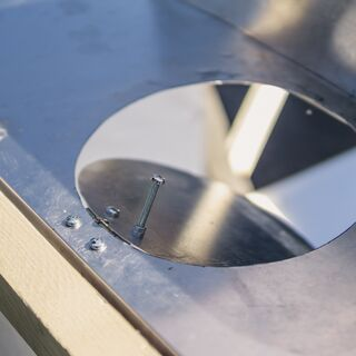Safety lid: Shutting out concentrated light when pot is removed.- <i>Photo  credit: Heliac</i>