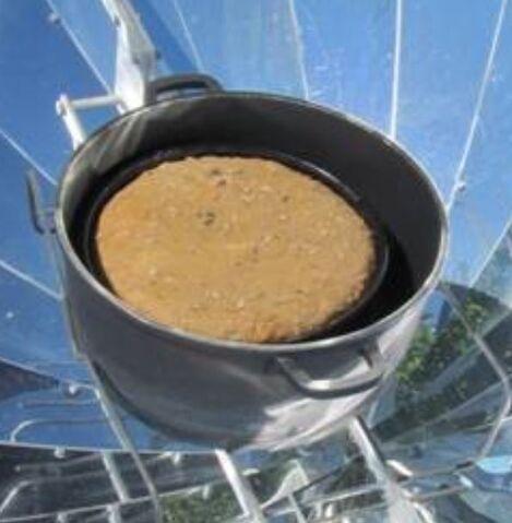 File:Baking in parabolic cooker figure 1.jpg
