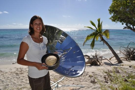 File:Solarparty am weißen Strand.jpg