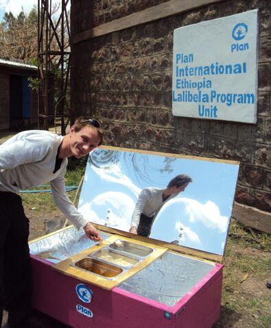 File:Preparing different foods on solar energy in Ethiopia.JPG