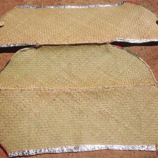 Woven grass is used to create the panels of the solar cooker.