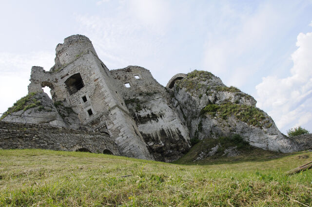File:Ruined castle.jpg