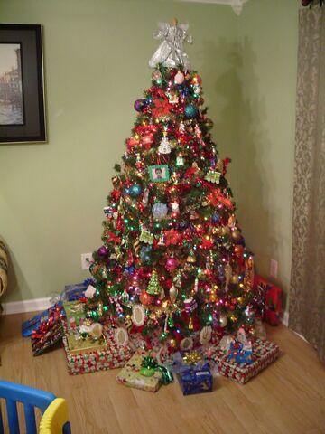 File:Christmas tree 001.JPG