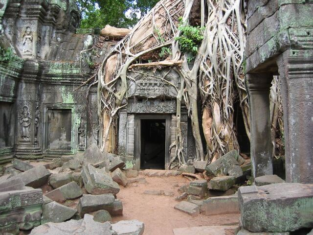 File:Adventure-in-Cambodia ruins.jpg