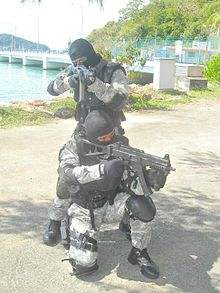 File:220px-STAR team with the UMP9 and SG-553.jpg