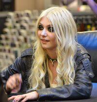 Taylor Momsen 2011