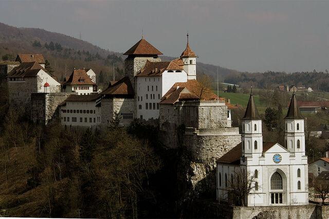 File:RealWorld Aarburg Castle.jpg