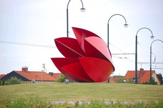 File:RealWorld Tulip Sculpture.jpg