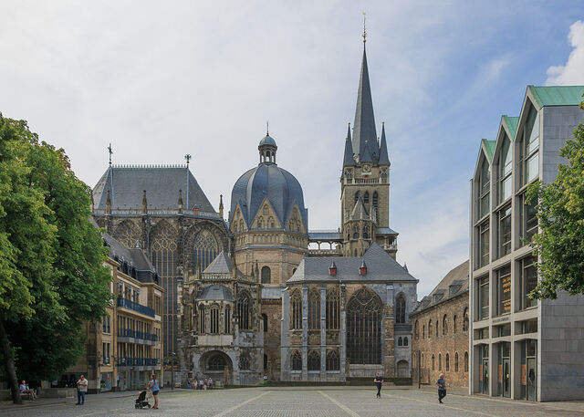 File:RealWorld Aachen Cathedral.jpg