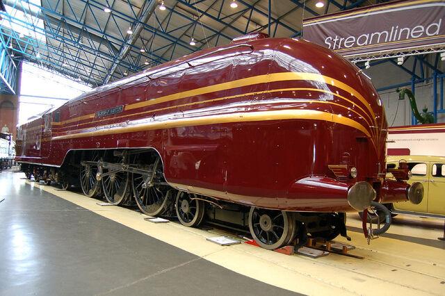 File:RealWorld Landlord Locomotive Arch.jpg