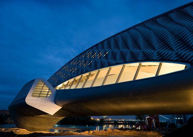 File:RealWorld Zaragoza Bridge.jpg