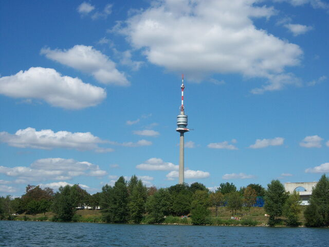 File:Donauturm.jpg