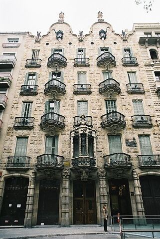 File:RealWorld Casa Calvet.jpg