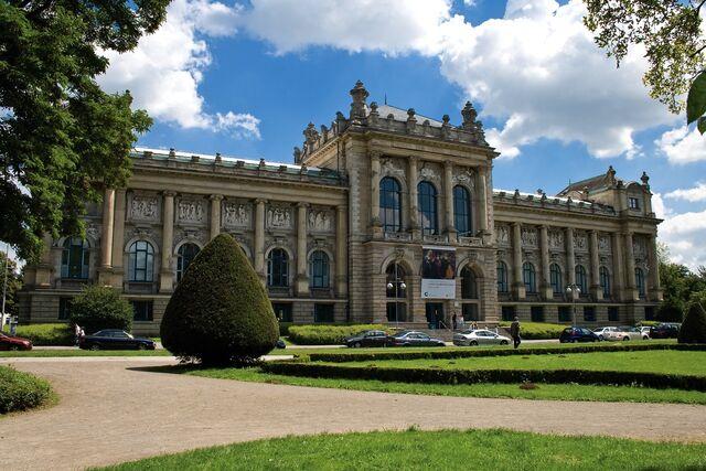 File:RealWorld Hanover Museum.jpg