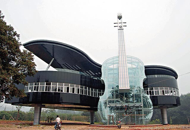 File:Piano and Violin House.jpg
