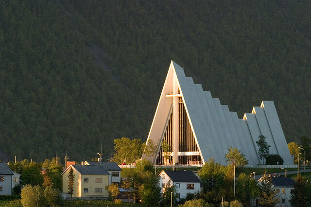 File:RealWorld Arctic Cathedral.jpg