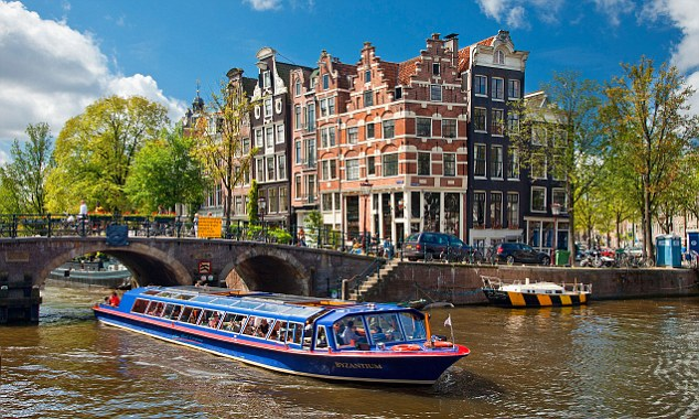 File:Canal with canal boats.jpg