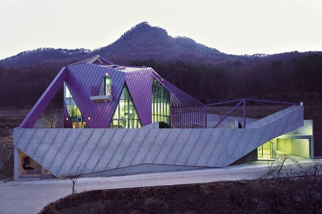 File:Urple Hill House Korea KHM Architects.jpg